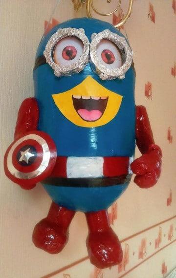 piñatas de capitan america minion